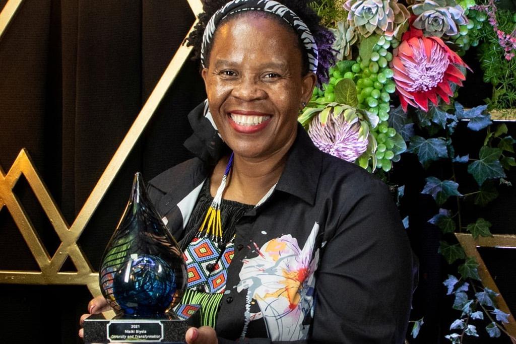 """Ntsiki Biyeli mit der Auszeichnung """"Diversity and Transformation"""" geehrt"""