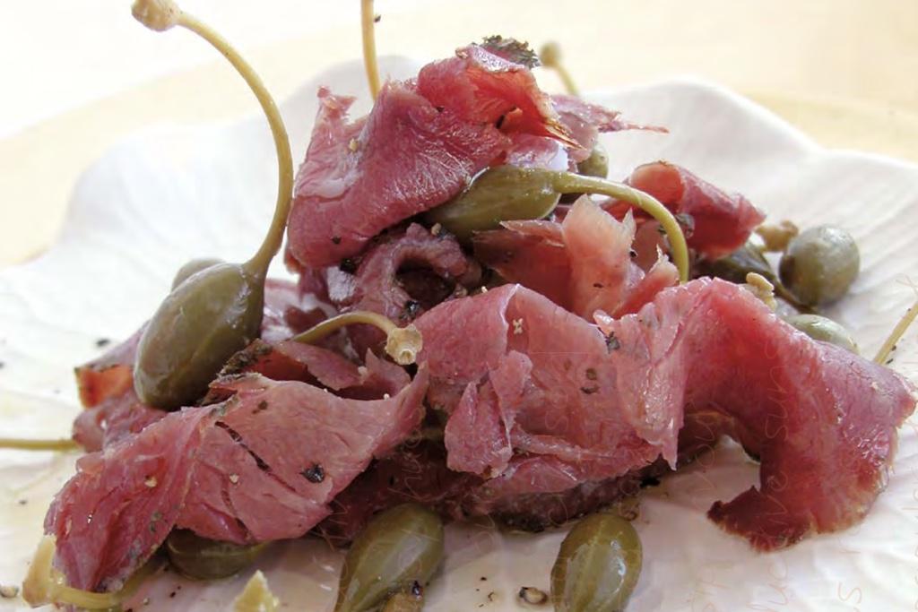 Kudu-Carpaccio mit Olivenöl & Kapernäpfeln